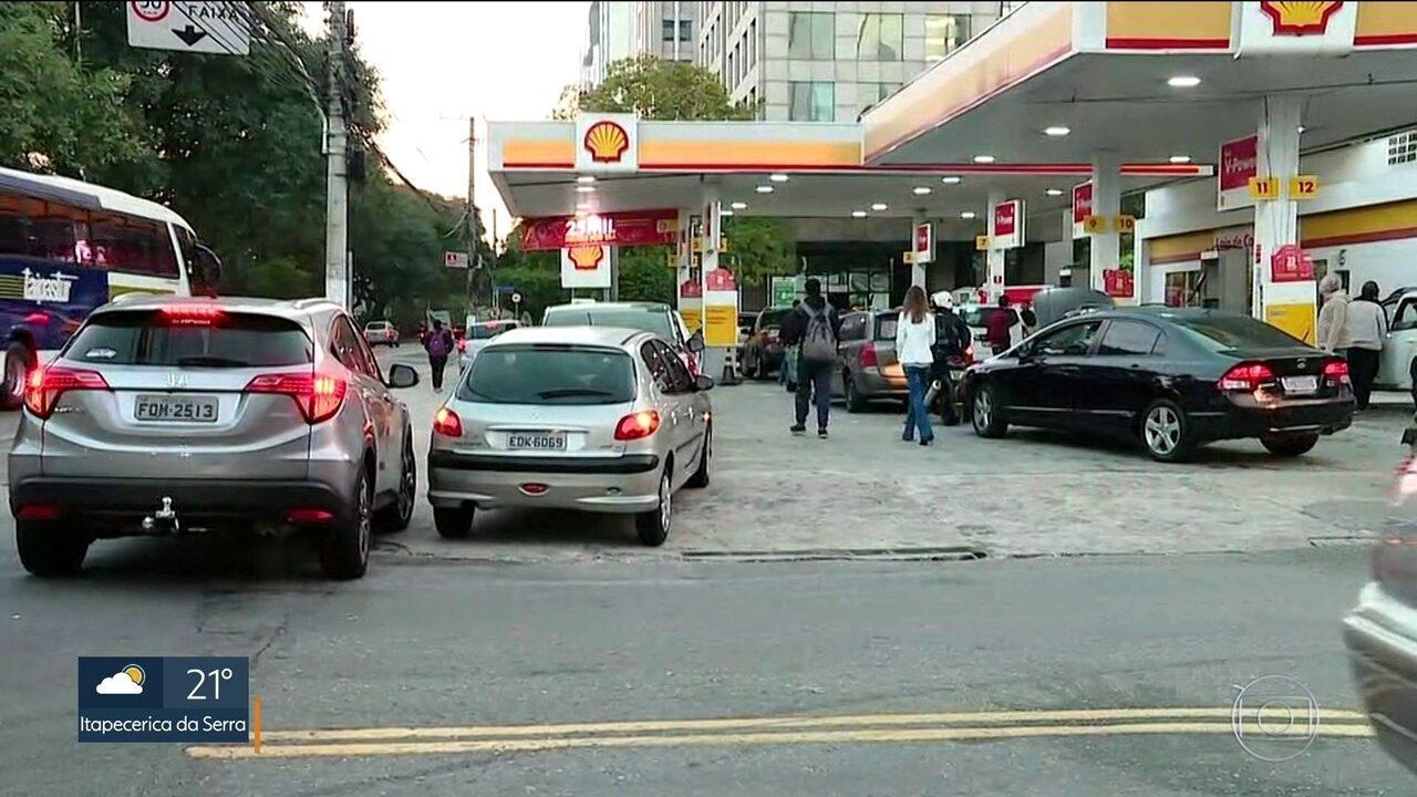 O combustível chegou mas é preciso paciência para abastecer
