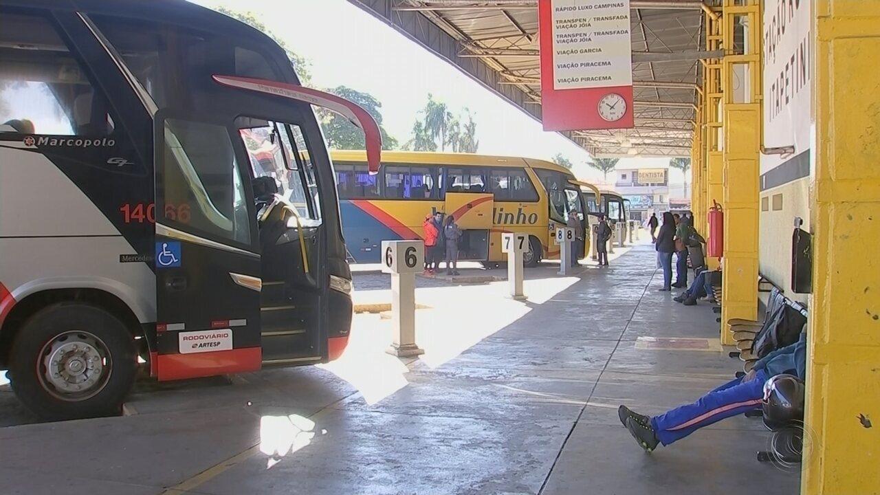 Motoristas de ônibus intermunicipais param por quase 5 horas na região de Itapetininga