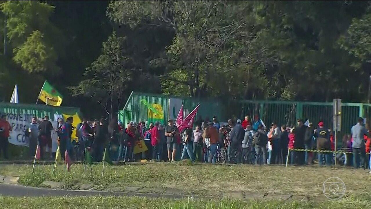 Petroleiros fazem manifestação em refinarias
