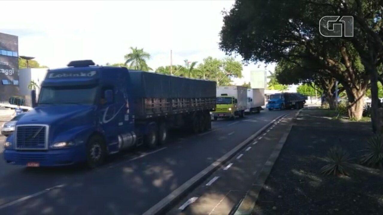 Caminhoneiros deixam BR-174 e chegam ao Centro de Boa Vista