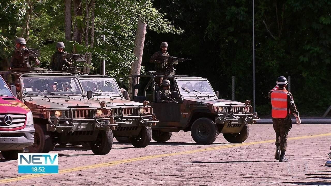 Exército, polícias e bombeiros saem em comboio para desobstruir BR-101 em Pernambuco