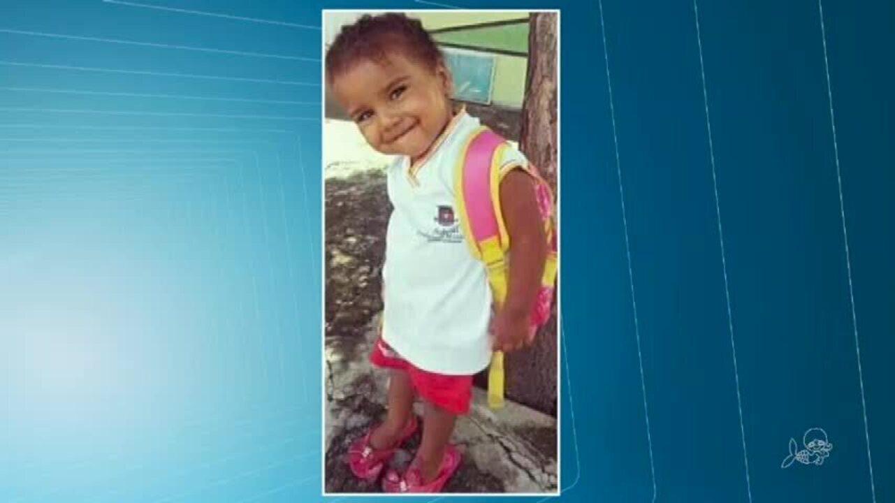 Criança de 4 anos morta por bala perdida é sepultada em Sobral