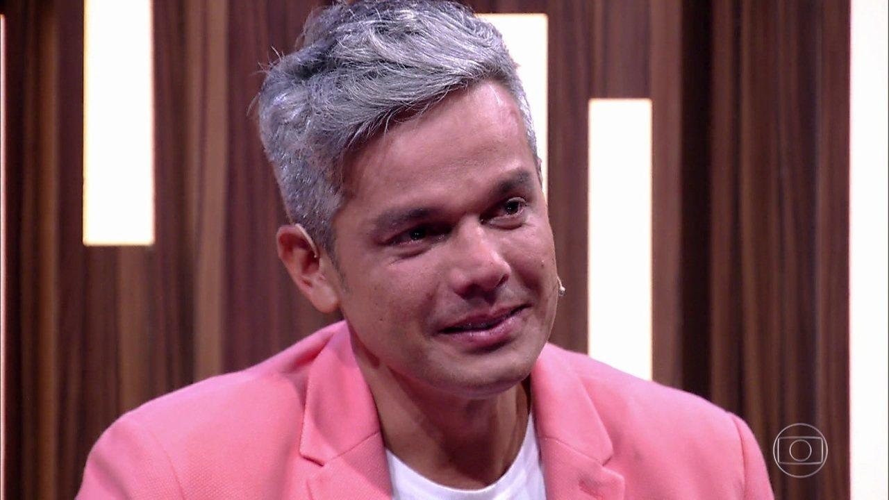 Otaviano Costa se emociona com a homenagem de sua família
