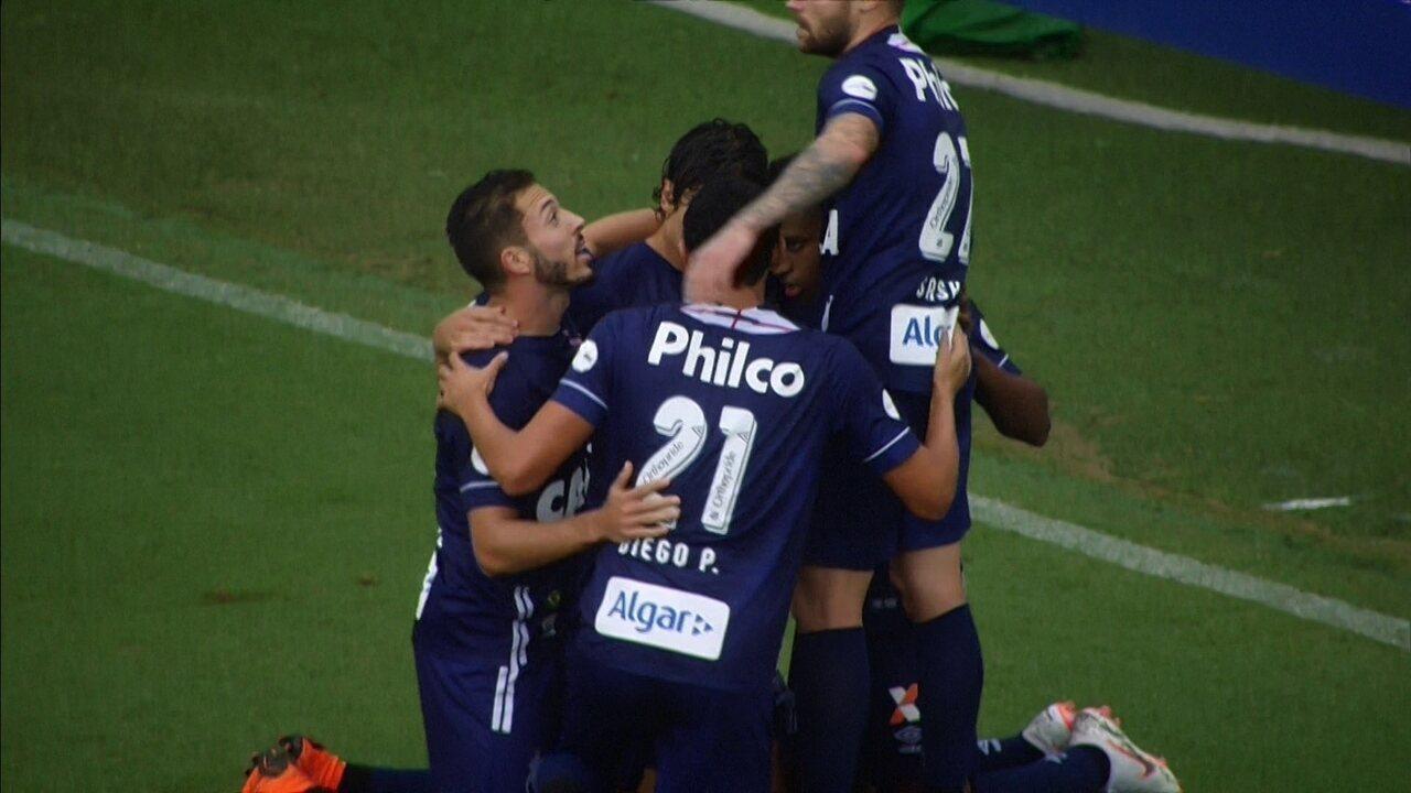 Gol do Santos! Oportunista, Rodrygo manda para o fundo das redes aos 22 do 1º tempo