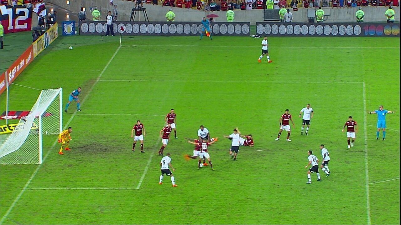Daronco encerra a partida com a bola viva na área, Corinthians reclama, aos 50 do 2º tempo