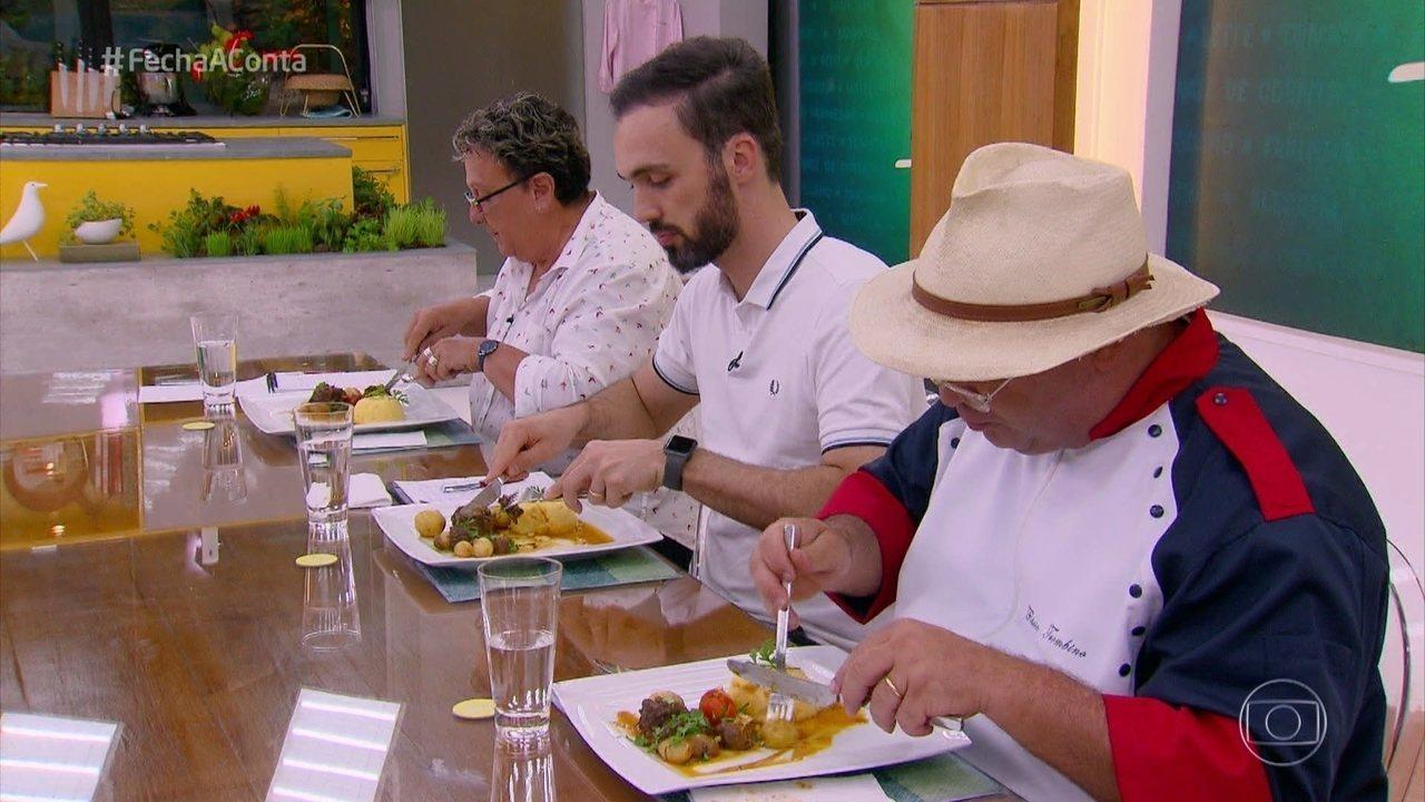 Participantes finalizam os pratos e jurados fazem suas avaliações