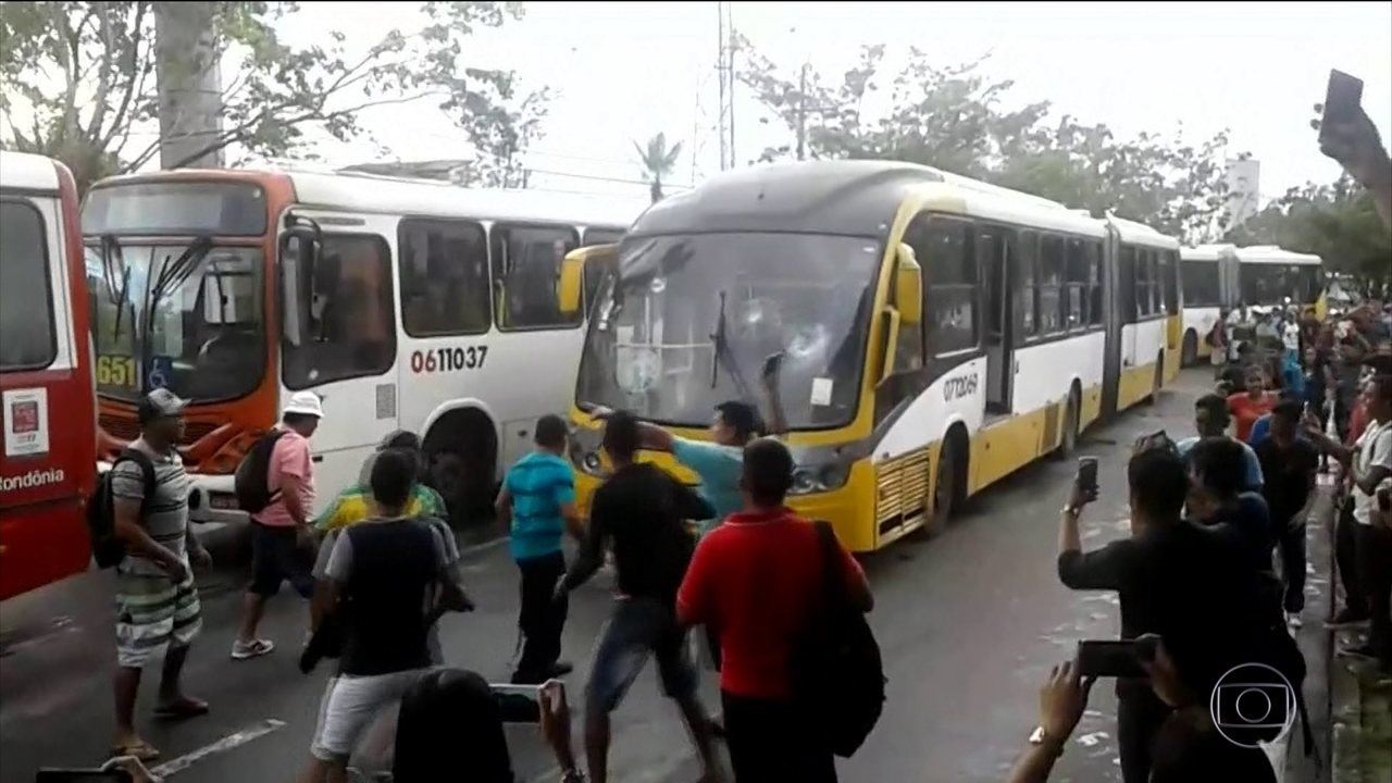 Greve de motoristas e cobradores entra no 7º dia em Manaus