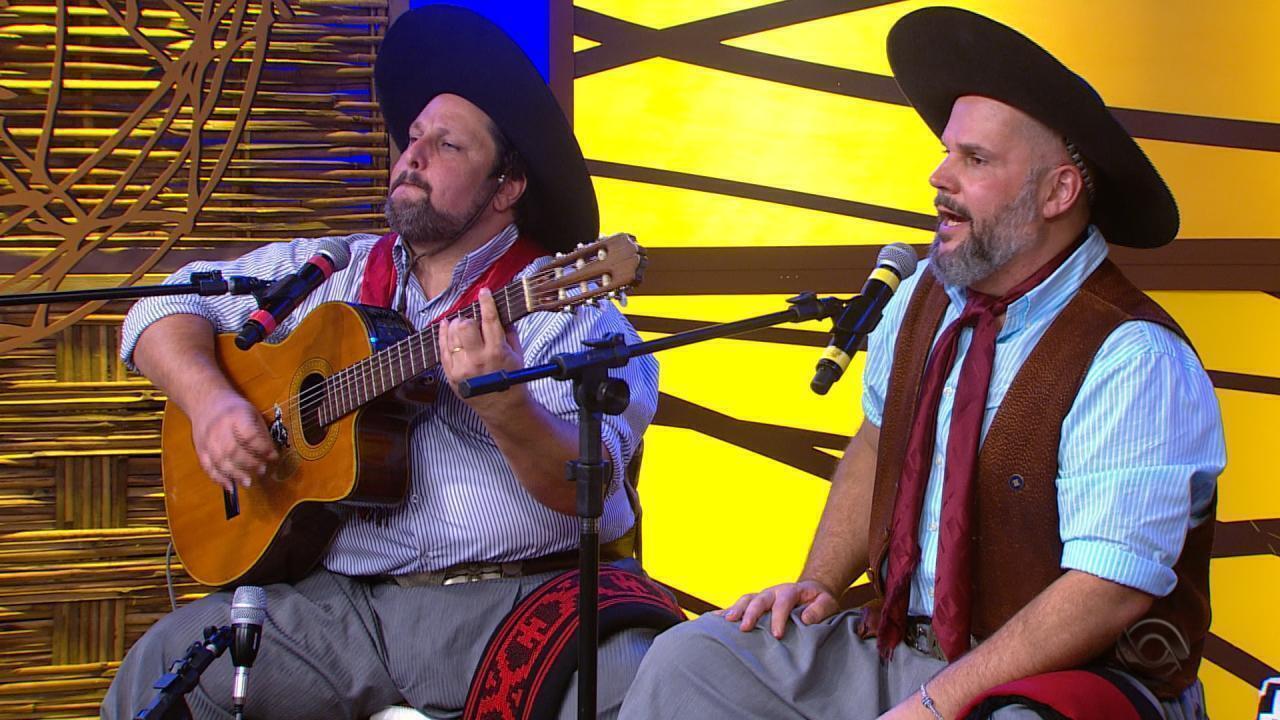 César Oliveira e Rogério Melo cantam 'Machaço Confronto' no Galpão Crioulo