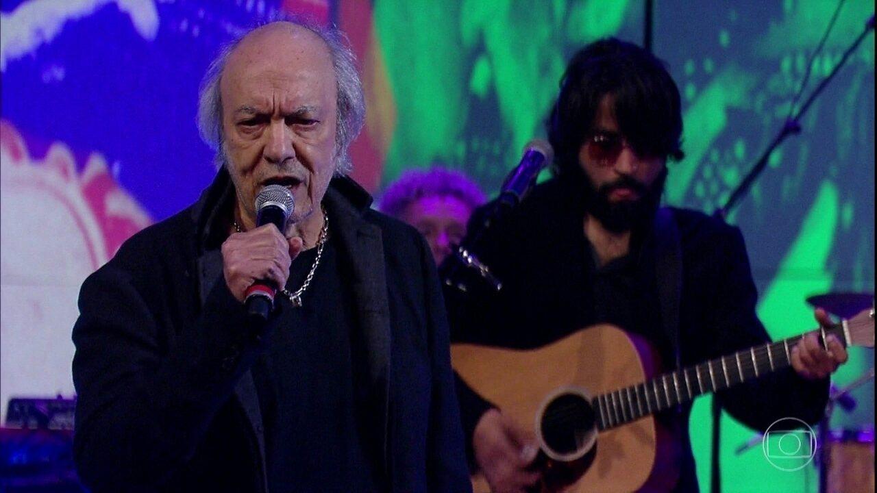 Erasmo Carlos canta