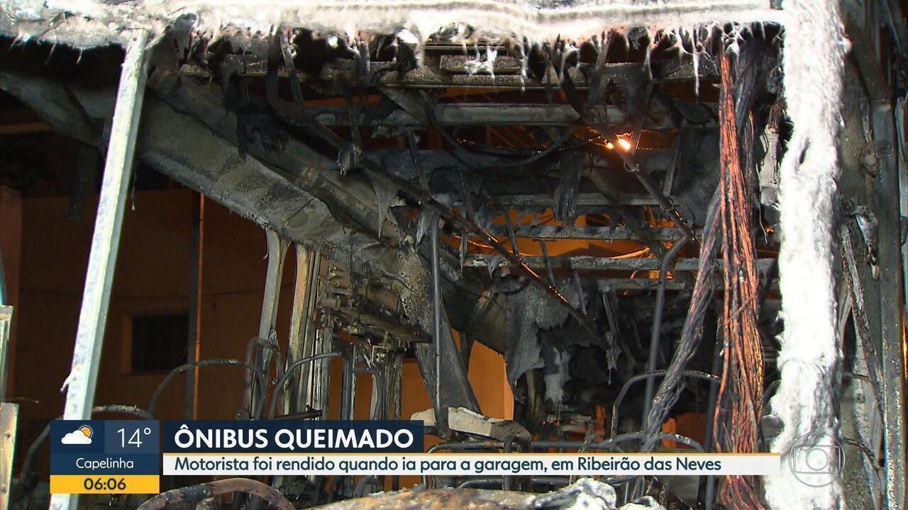 Criminosos colocam fogo em mais ônibus na Grande BH