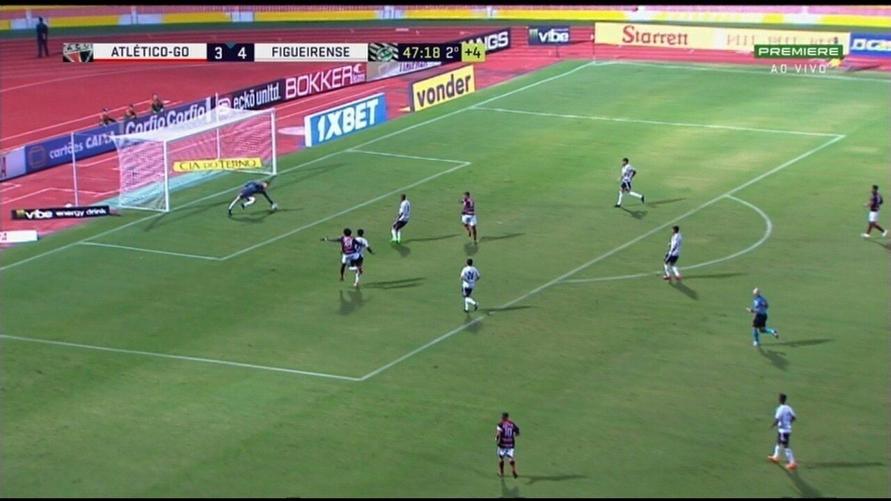 Veja o lance em que Joanderson quase marcou contra o Figueirense