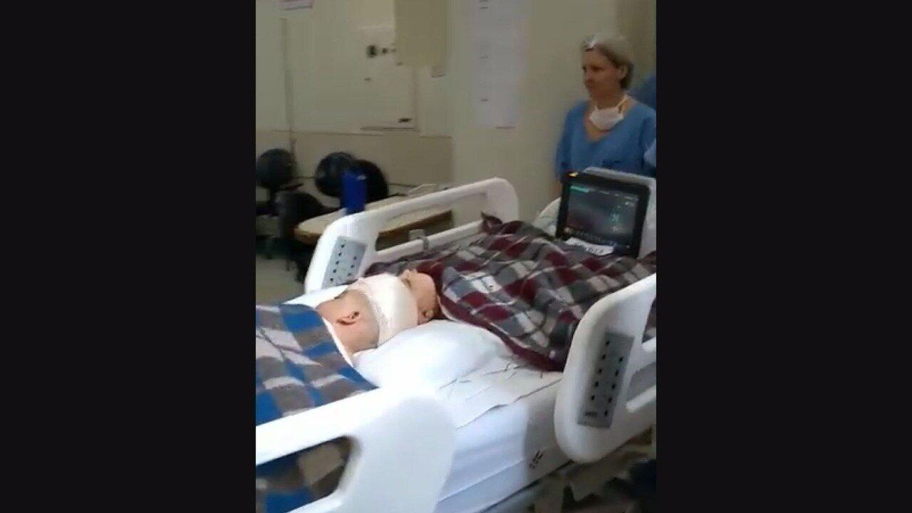 Siamesas unidas pela cabeça deixam sala de cirurgia no HC de Ribeirão Preto, SP