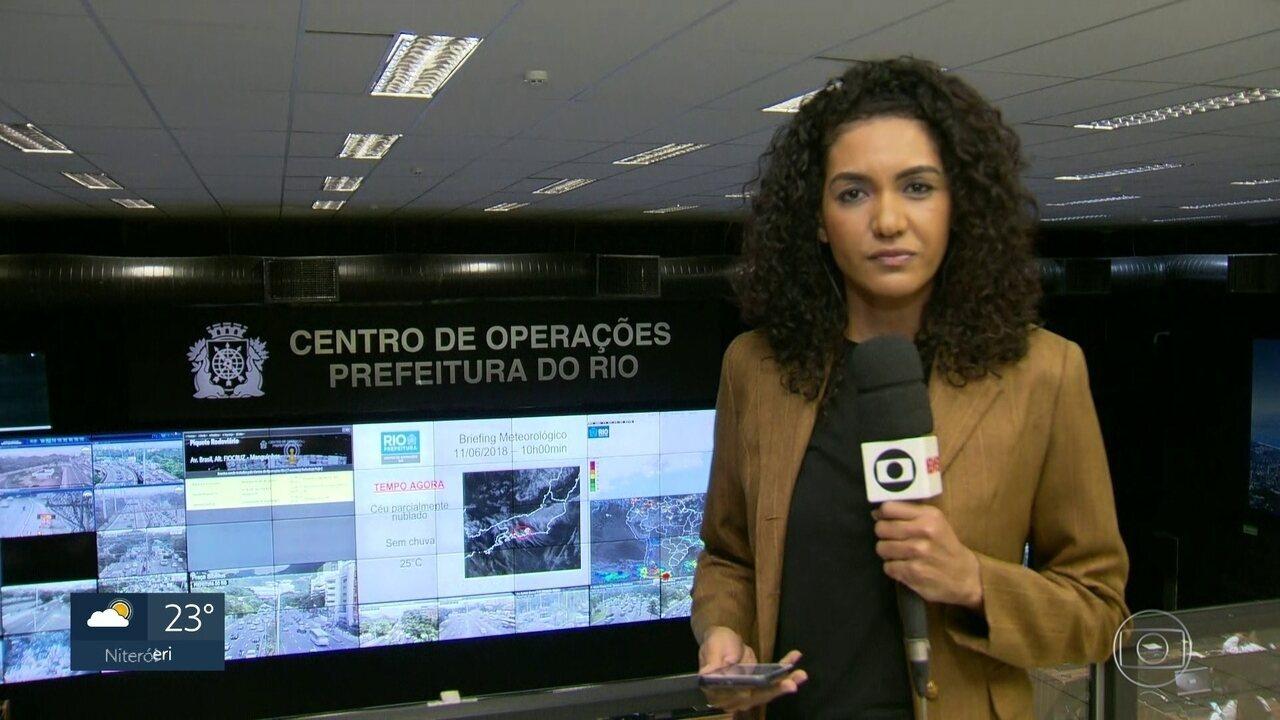 Avenida Brasil tem bloqueios parciais por causa de manifestações favoráveis à greve