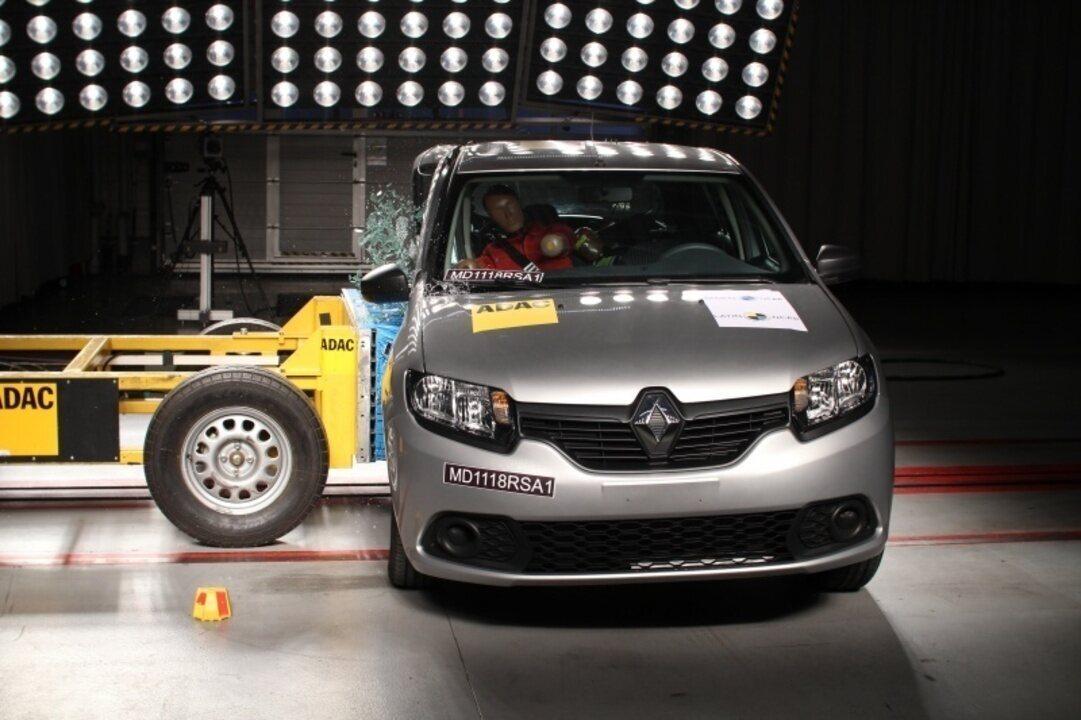 Renault Sandero e Logan levam 1 estrela em teste de colisão