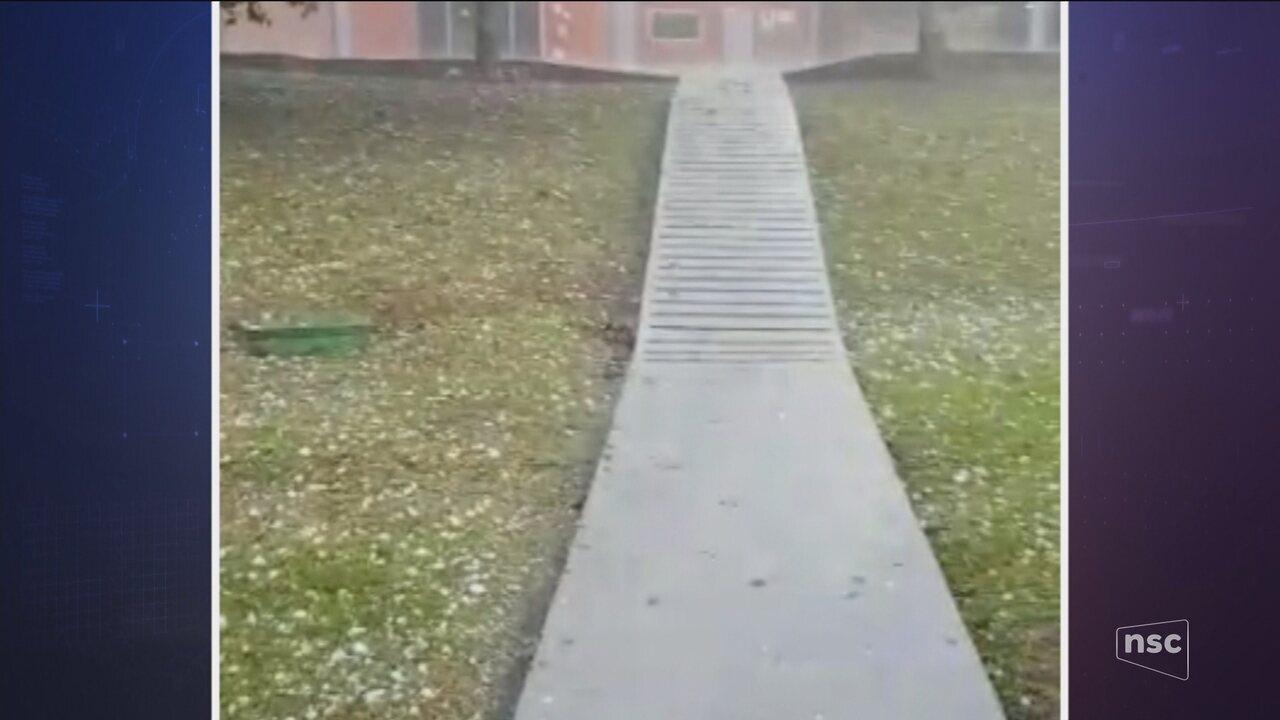 Cidades de SC registram chuva de granizo e vendaval