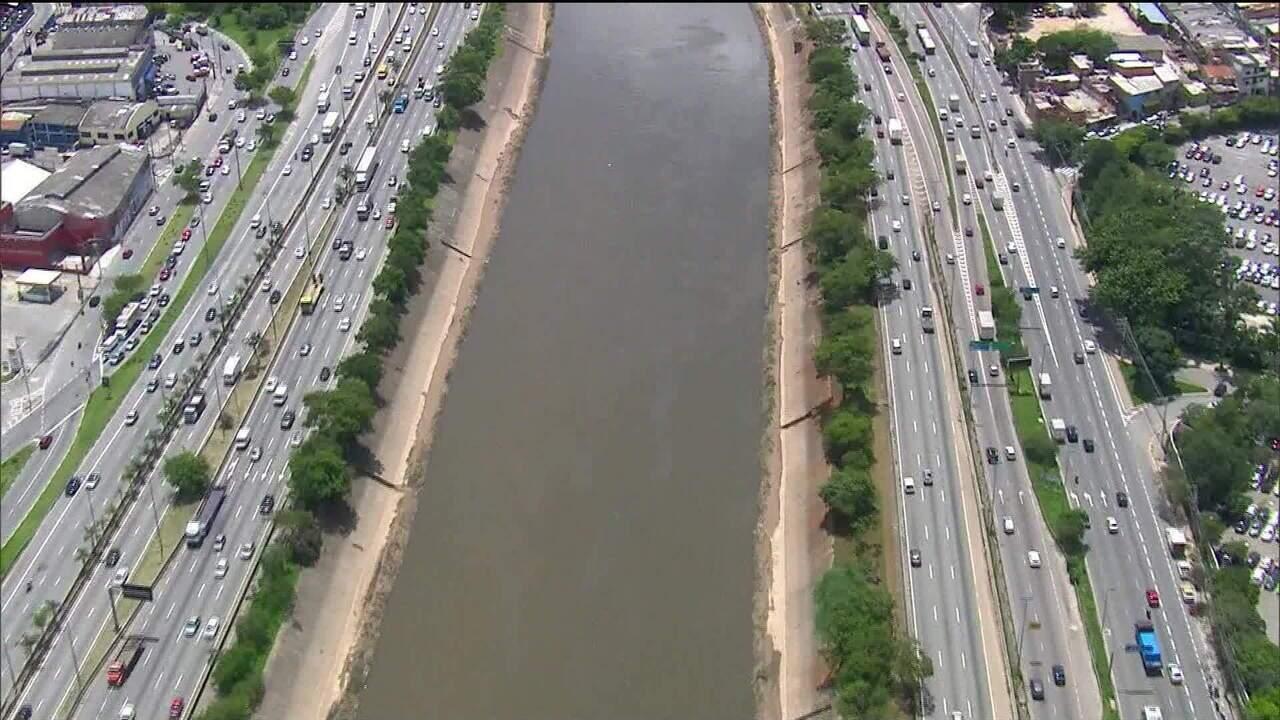 Investimentos para despoluição do rio Tietê, em SP, diminuem