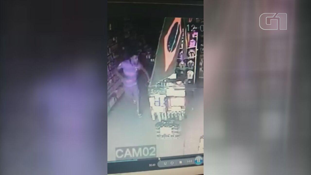 Homem entra mancando e assalta loja no litoral de SP