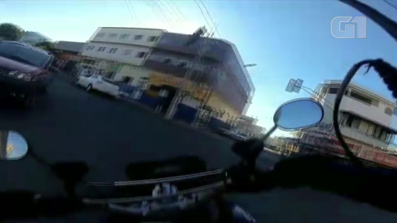 Mulher é jogada de carro em alta velocidade durante perseguição em Vila Velha, ES