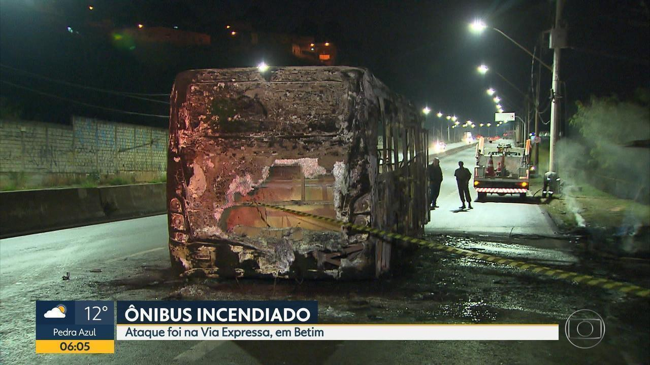 152e85b280e47b Criminosos colocam fogo em ônibus na Via Expressa