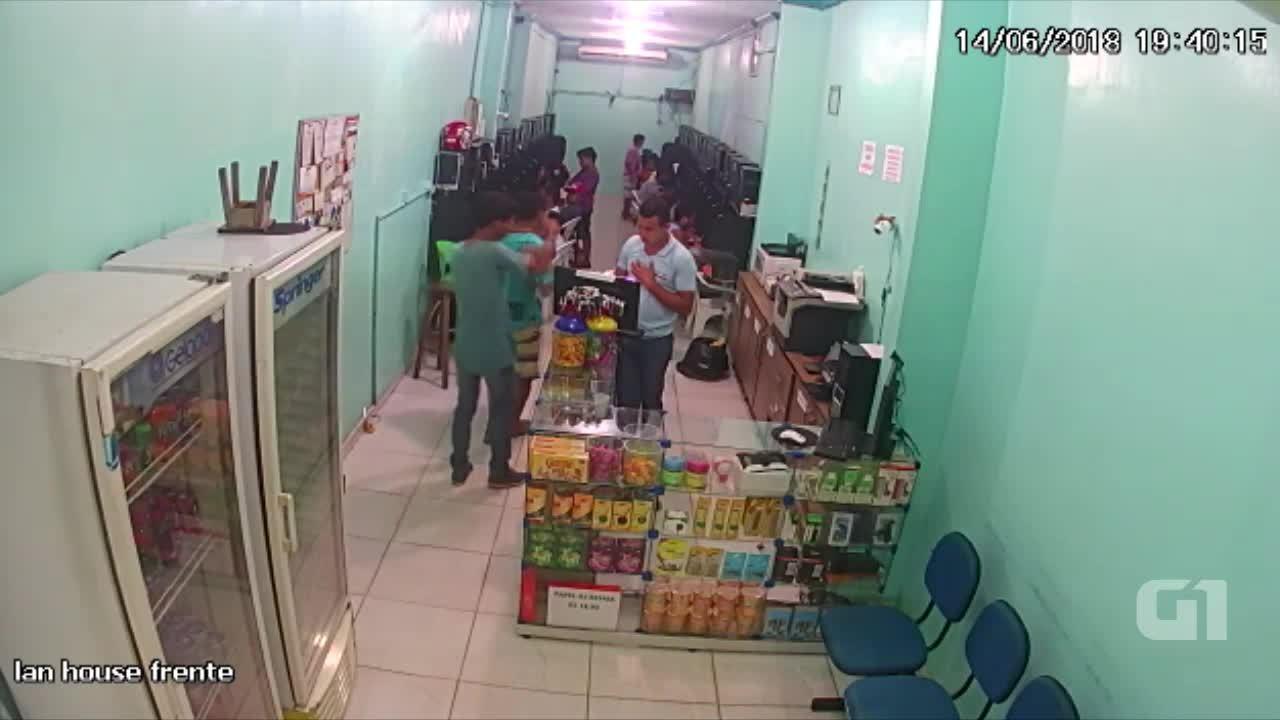 Atendente é baleado durante assalto a lan house em Manaus