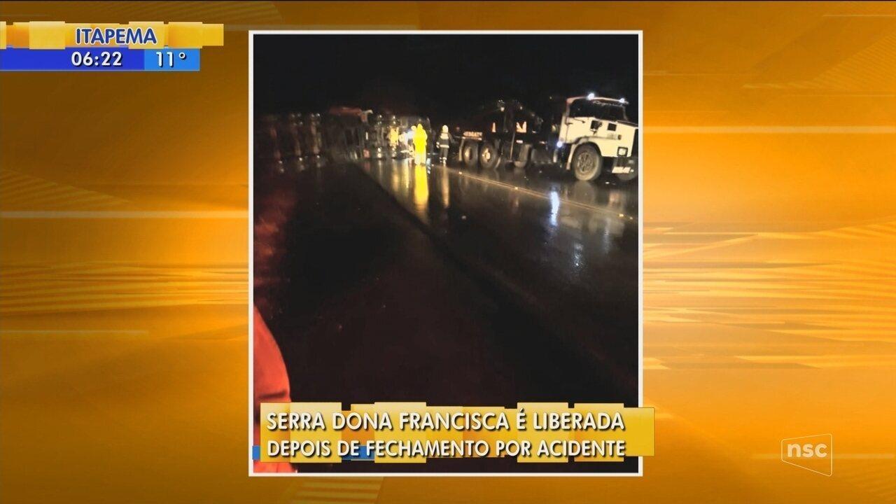 Acidente com duas carretas e uma van deixa três pessoas mortas na Serra Dona Francisca