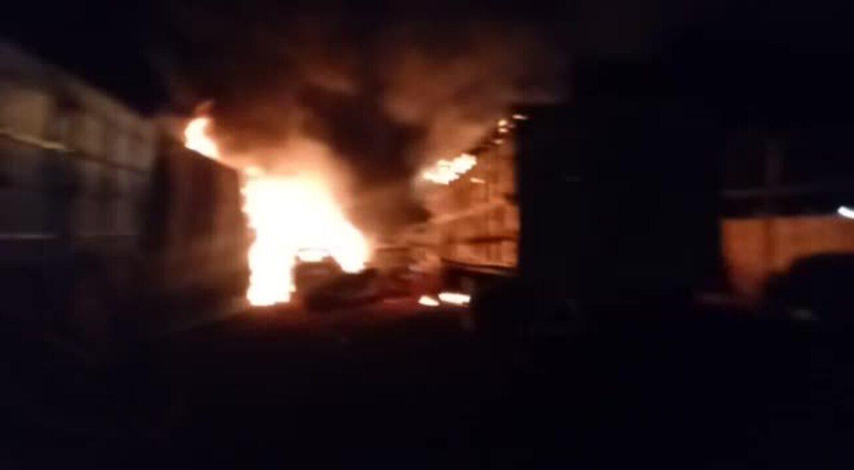 Incêndio é registrado em pátio credenciado ao Detran em Monte Carmelo