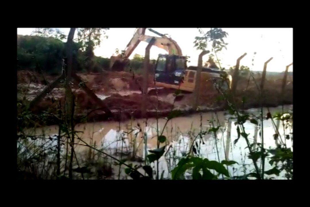 Vídeo mostra água tomada pela lama e máquinas da Hydro trabalhando próximo a rio em Barcarena.
