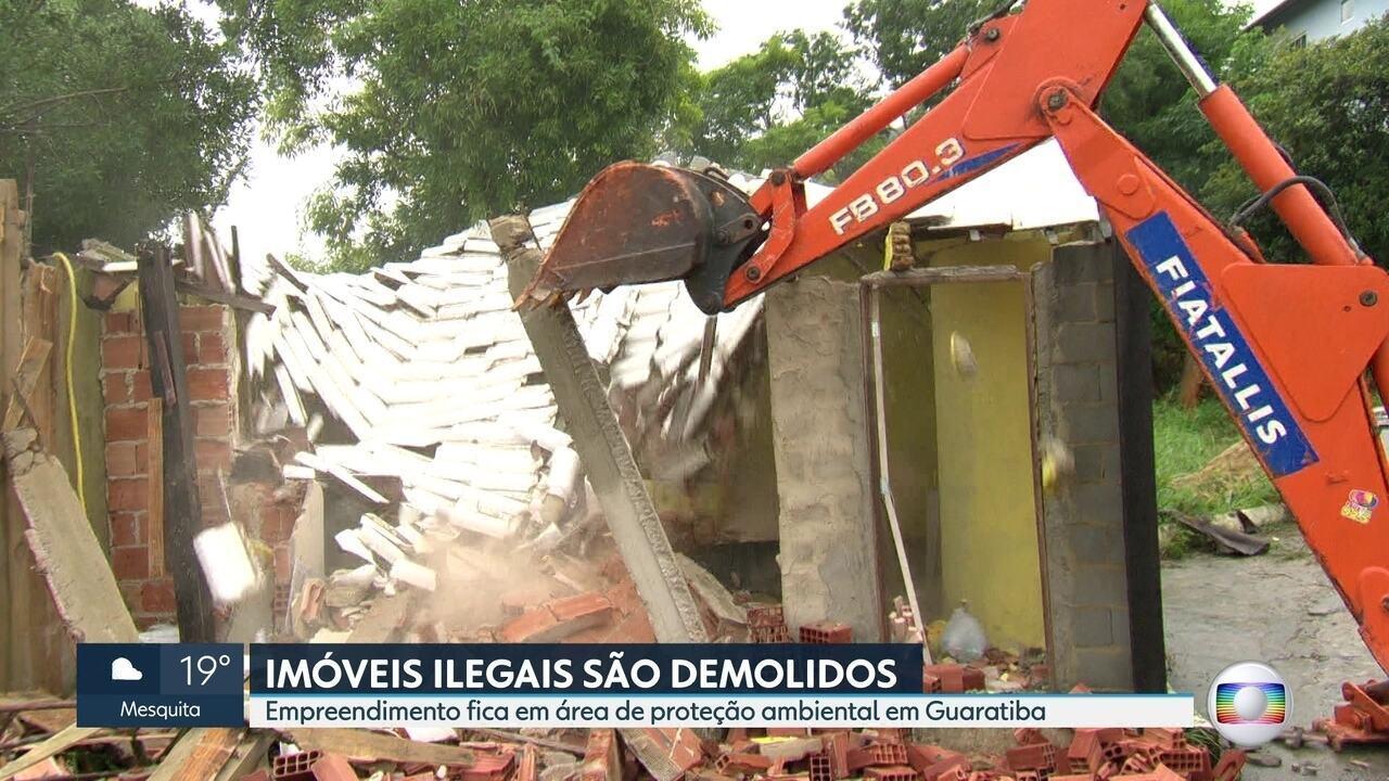 Construções ilegais são demolidas no Parque Estadual da Pedra Branca, em Guaratiba