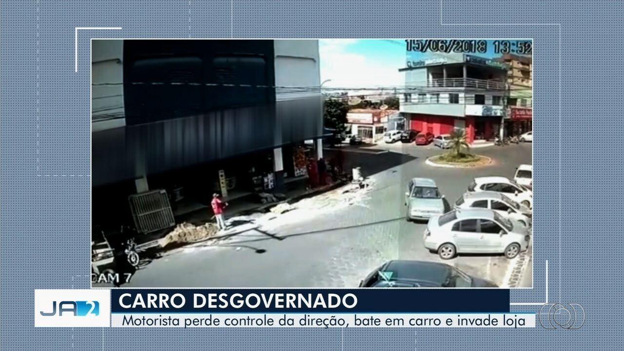 Vídeo mostra carro desgovernado invadindo loja de móveis e eletrodomésticos em Luziânia