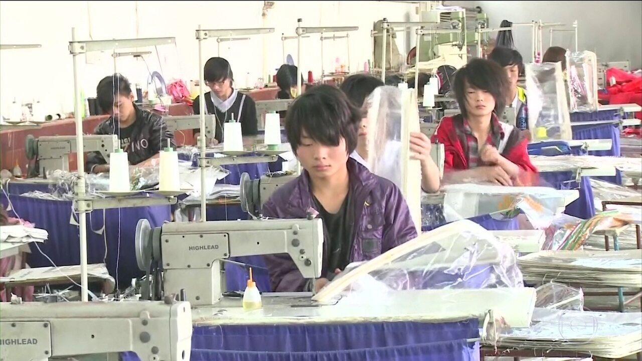 China reage ao anúncio de sobretaxa sobre importação de produtos do país pelos EUA