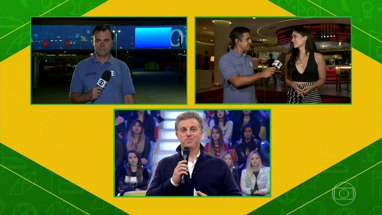 Clarice Alves, esposa do jogador Marcelo, conversou com Luciano Huck direto da Rússia. Assista ao vídeo!