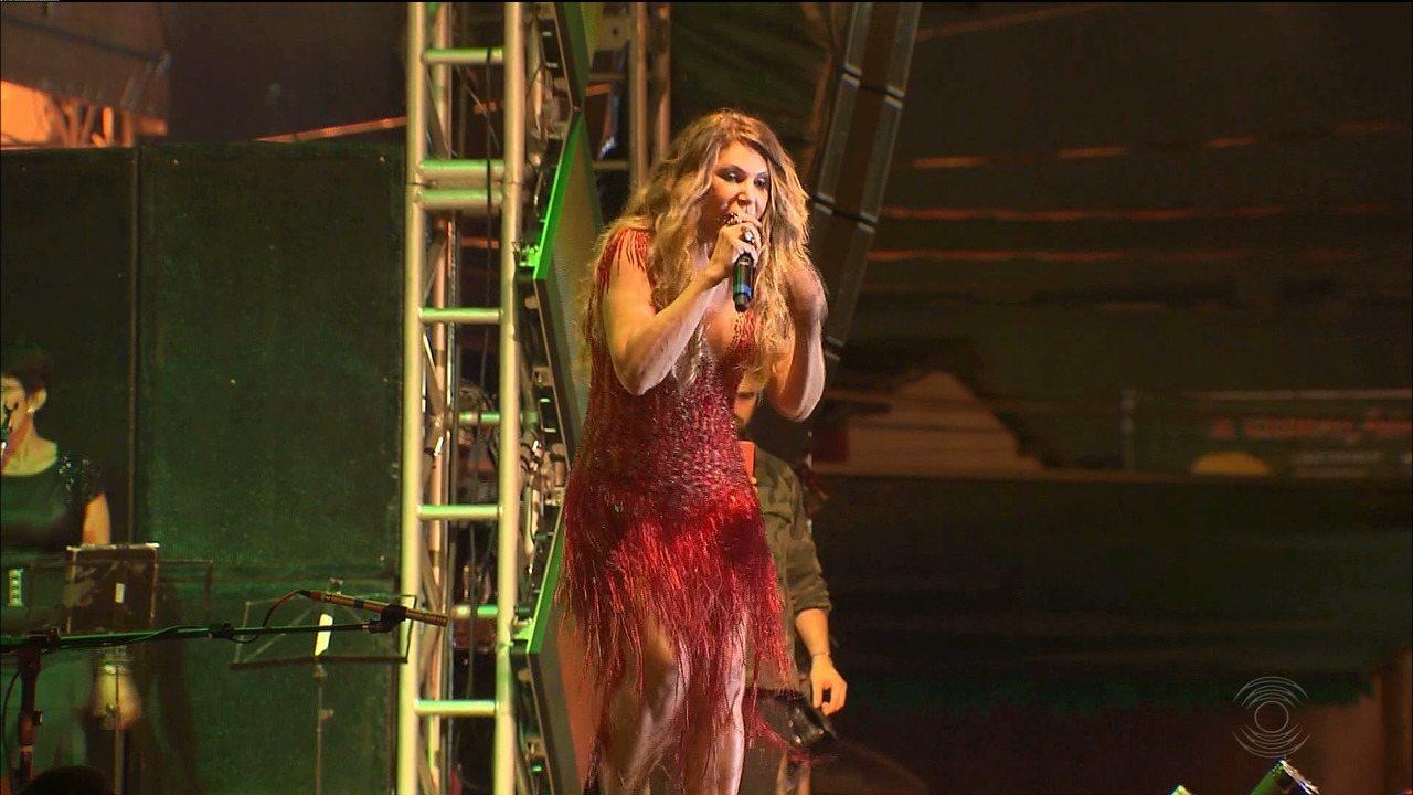 Elba Ramalho faz show no São João 2018, em Campina Grande