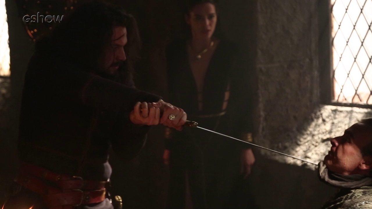 Confira os bastidores da cena em que Afonso salva Catarina das garras de Otávio