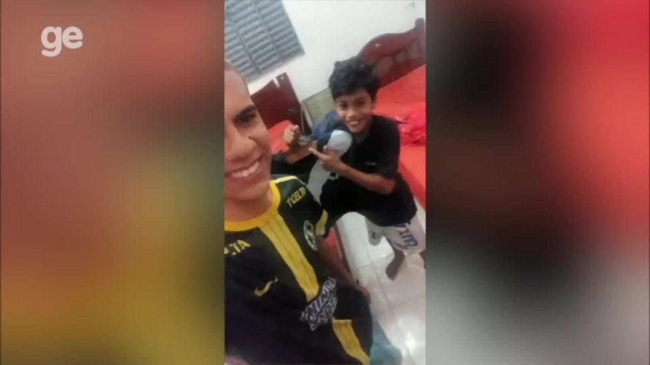 Achamos! Garoto que viralizou com camisa do Vasco feita de papel ... 580c71bbffc3e