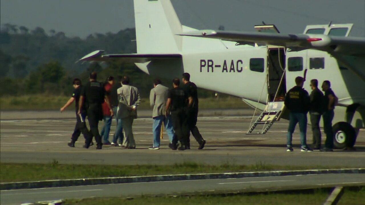Delúbio Soares e João Cláudio Genu chegam ao Paraná para cumprir pena no Complexo Médico-Penal, em Pinhais