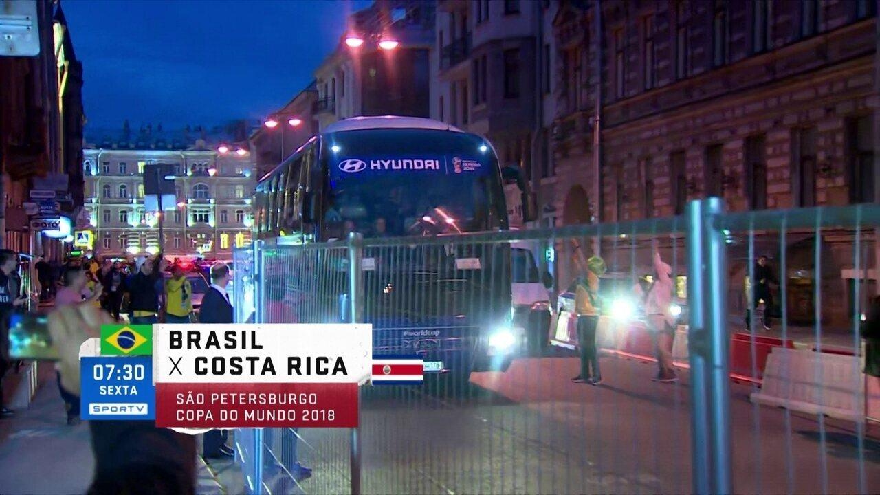 Seleção chega em São Petersburgo e a torcida brasileira faz festa