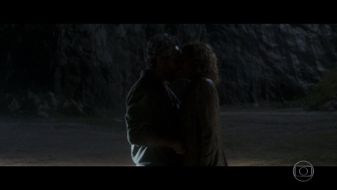 Pedro e Cássia se beijam em 'Onde Nascem os Fortes'