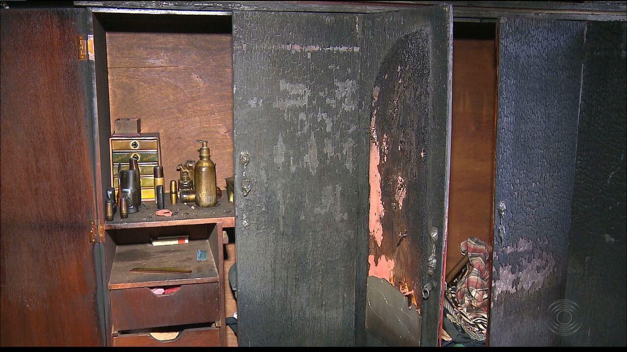 Casa fica parcialmente destruída após incêndio em Campina Grande
