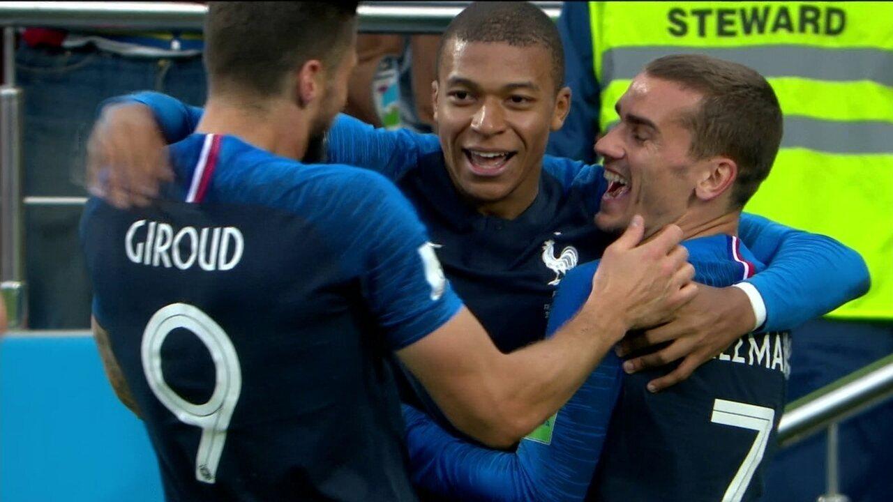 Gol da França, Giroud chuta, bola desvia e sobra para Mbappé marcar aos 33 do 1º tempo