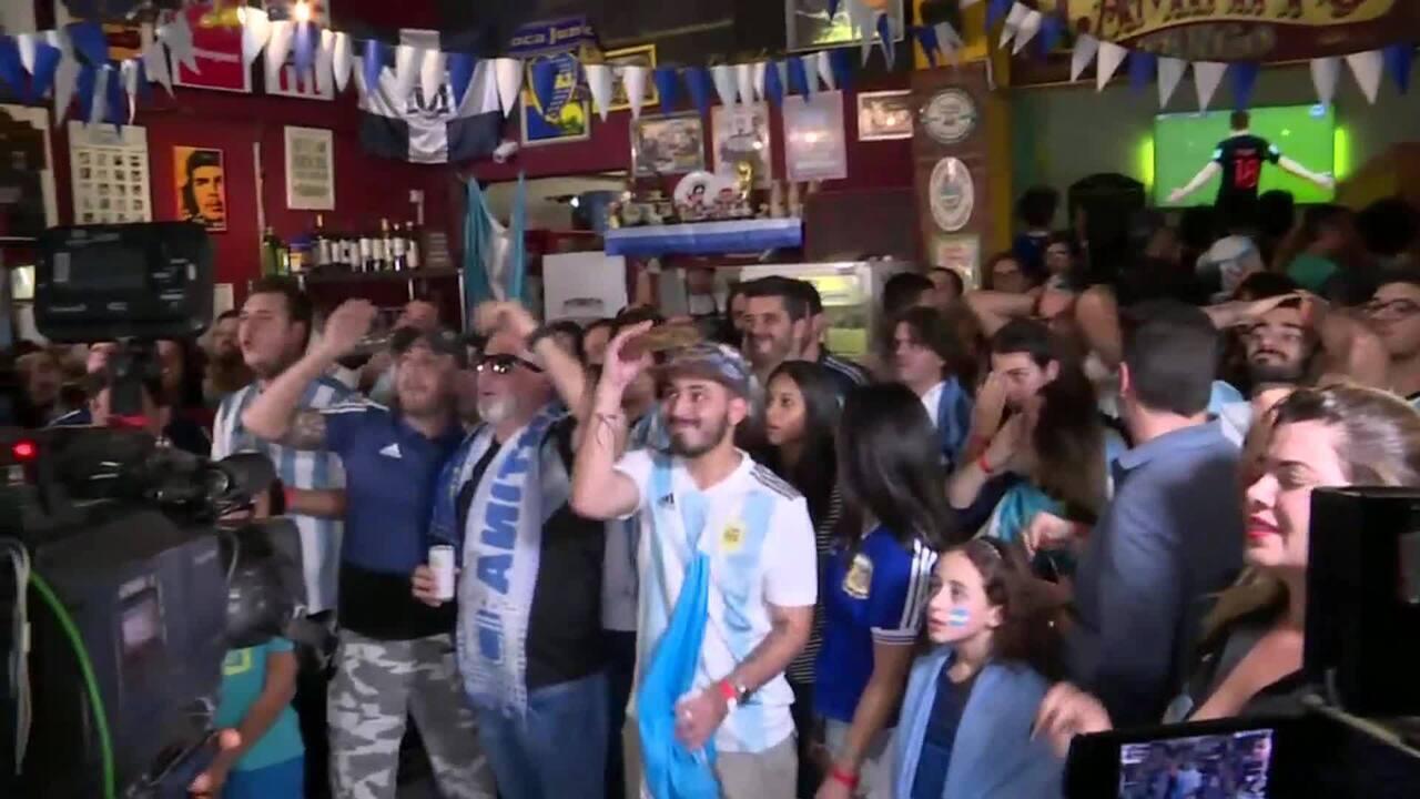 Veja a reação de torcedores da Argentina em bar em SP na hora do gol da Croácia