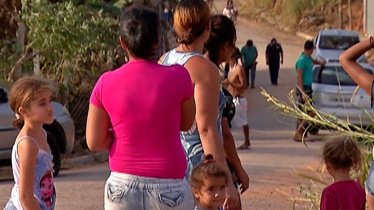 Prefeitura de Itaquaquecetuba derruba casas construídas em área invadida na cidade