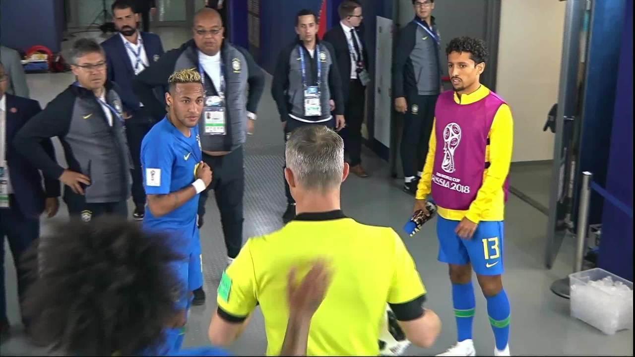 Neymar espera árbitro na porta do vestiário e é retirado por Marcelo