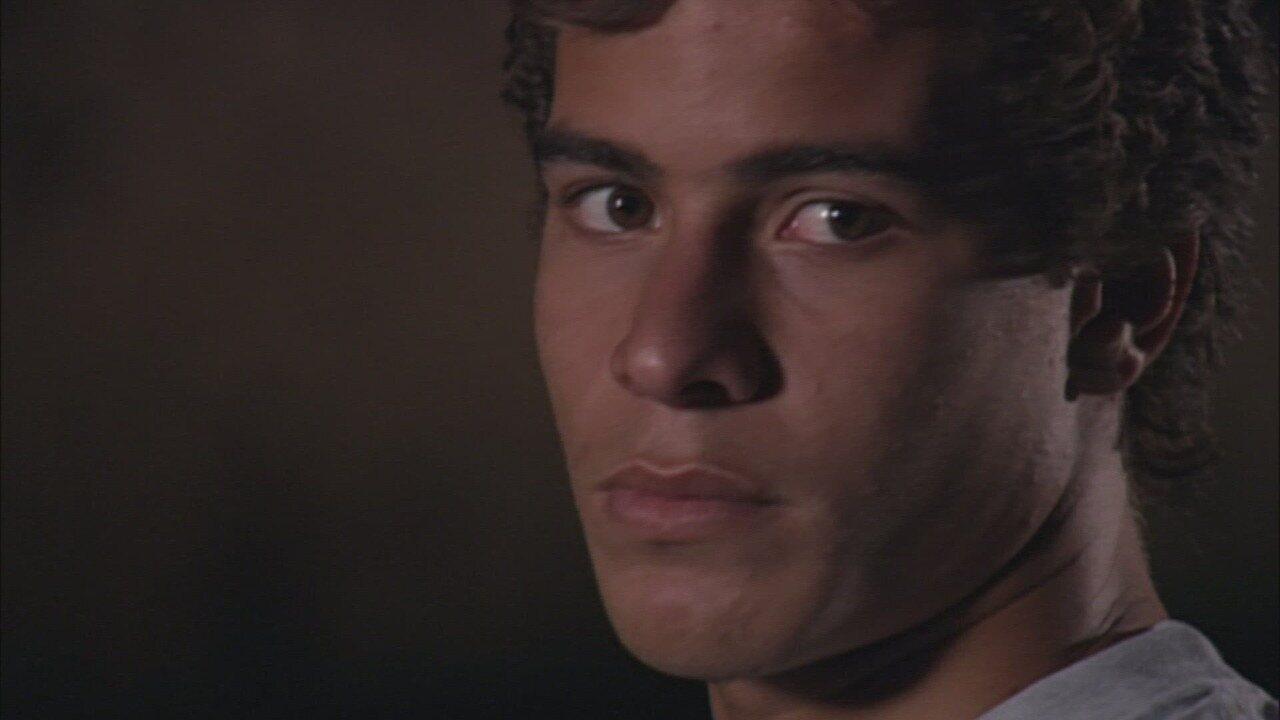 Belíssima - Capítulo de sexta-feira, 22/06/2018, na íntegra - Taís se despede de Tadeu. André é preso e pede ajuda a Cemil. Pedro é atingido por um tiro