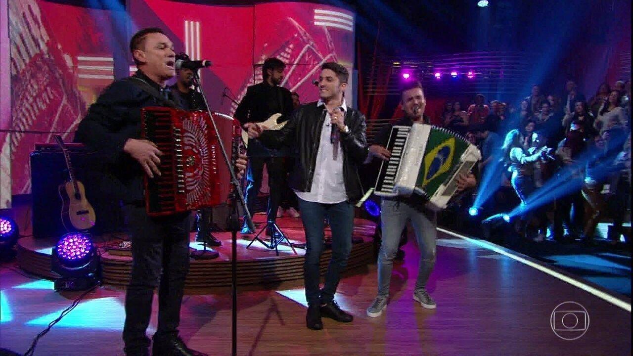 "Jonas Esticado, Luan Estilizado e Amazan apresentam ""O Canto da Ema"""