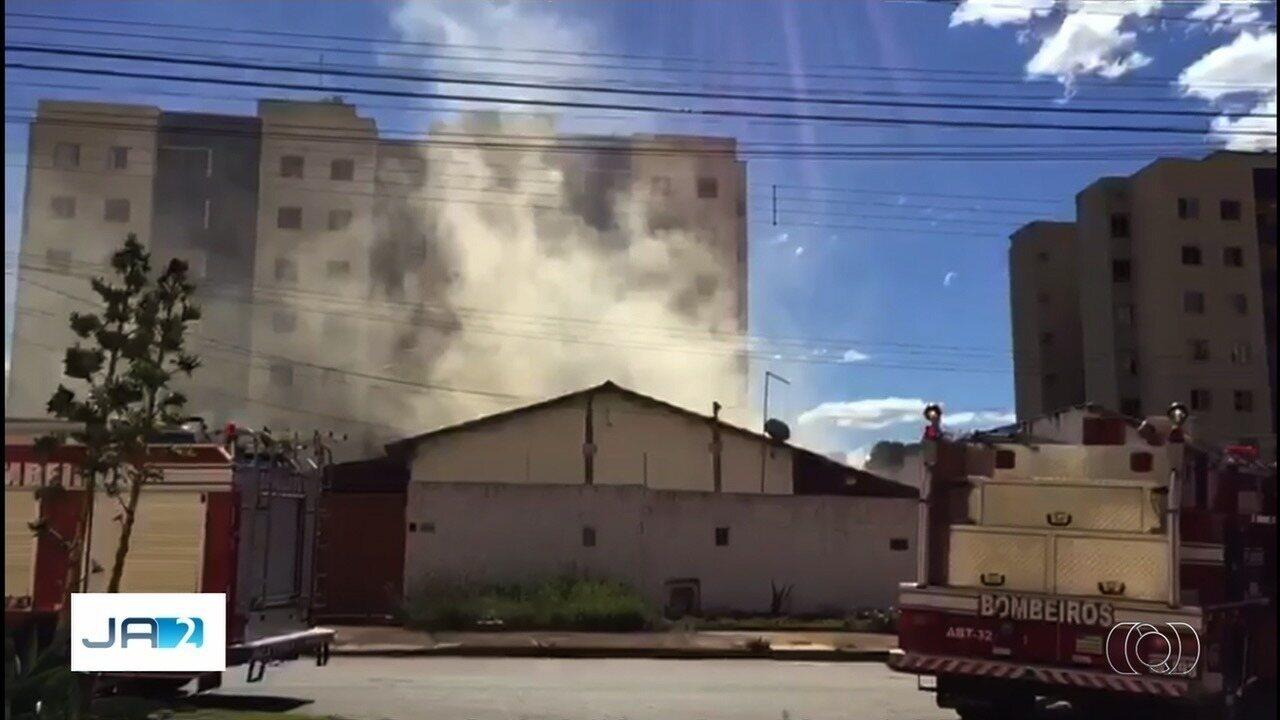 Bombeiros encontram dois corpos carbonizados e amarrados após incêndio dentro de casa