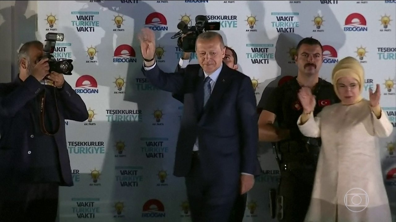 Recep Erdogan é reeleito na Turquia