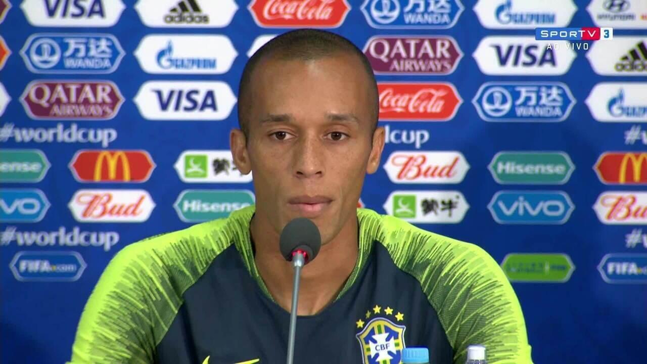 """Resultado de imagem para Capitão da vez, Miranda desconversa sobre choro de Neymar: """"É passado"""""""