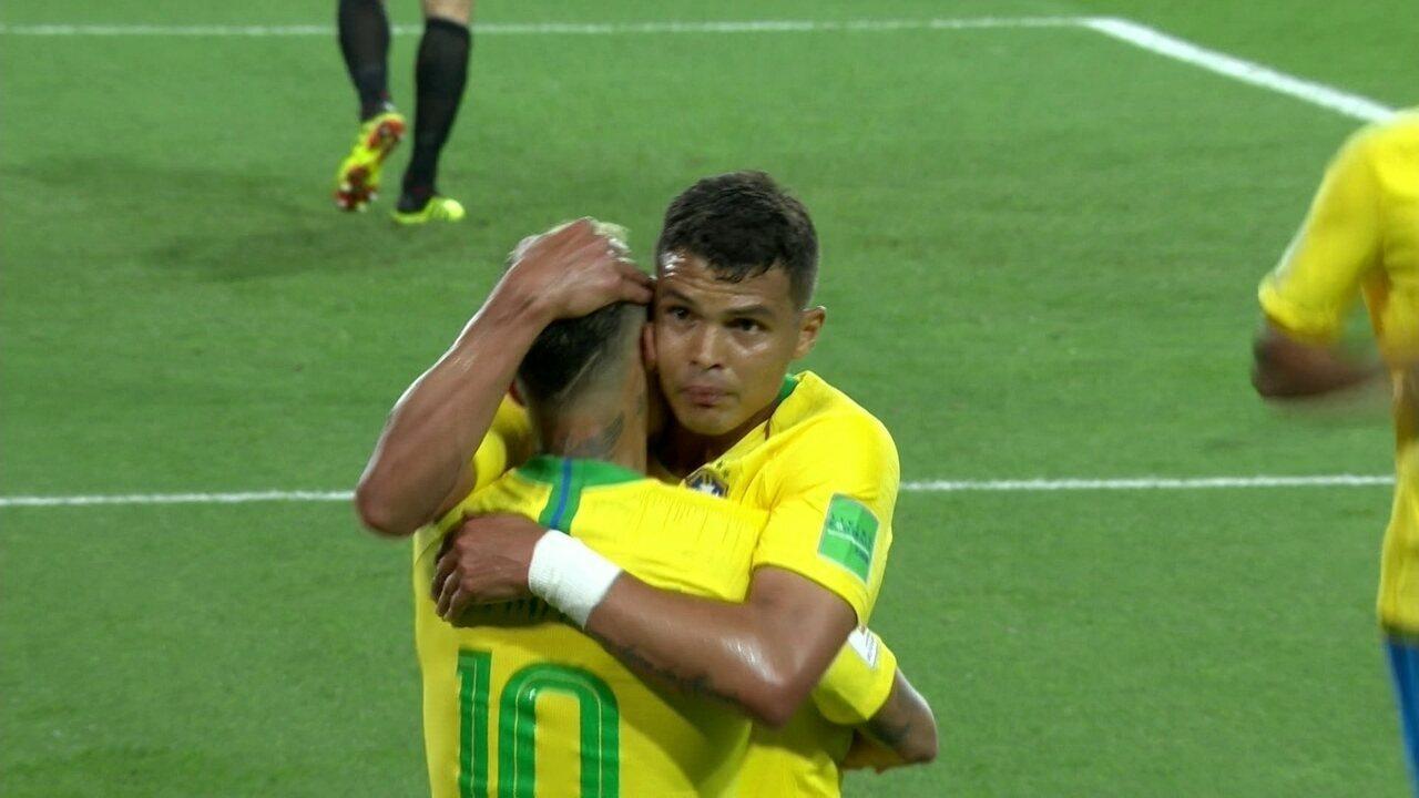 Gol do Brasil! Neymar levanta na área e Thiago Silva sobe para ampliar, aos 22 do 2º