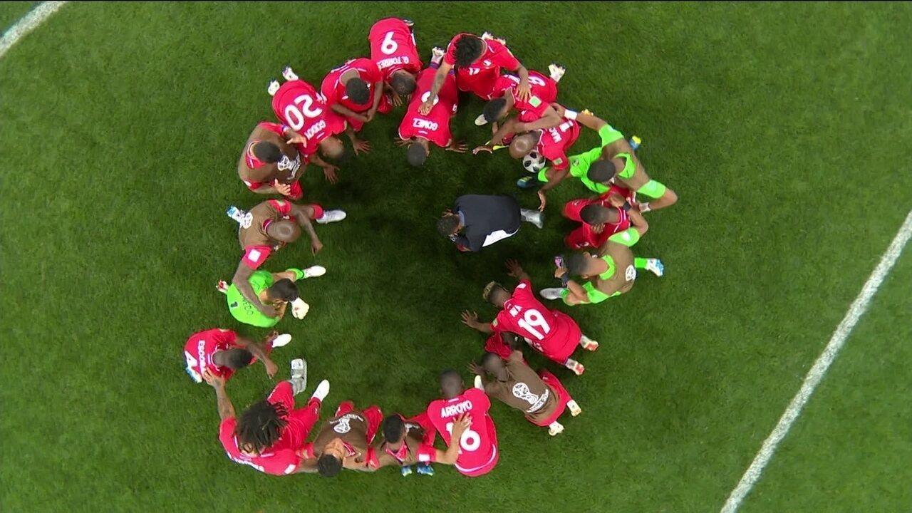 Jogadores do Panamá se ajoelham e rezam ao final da partida