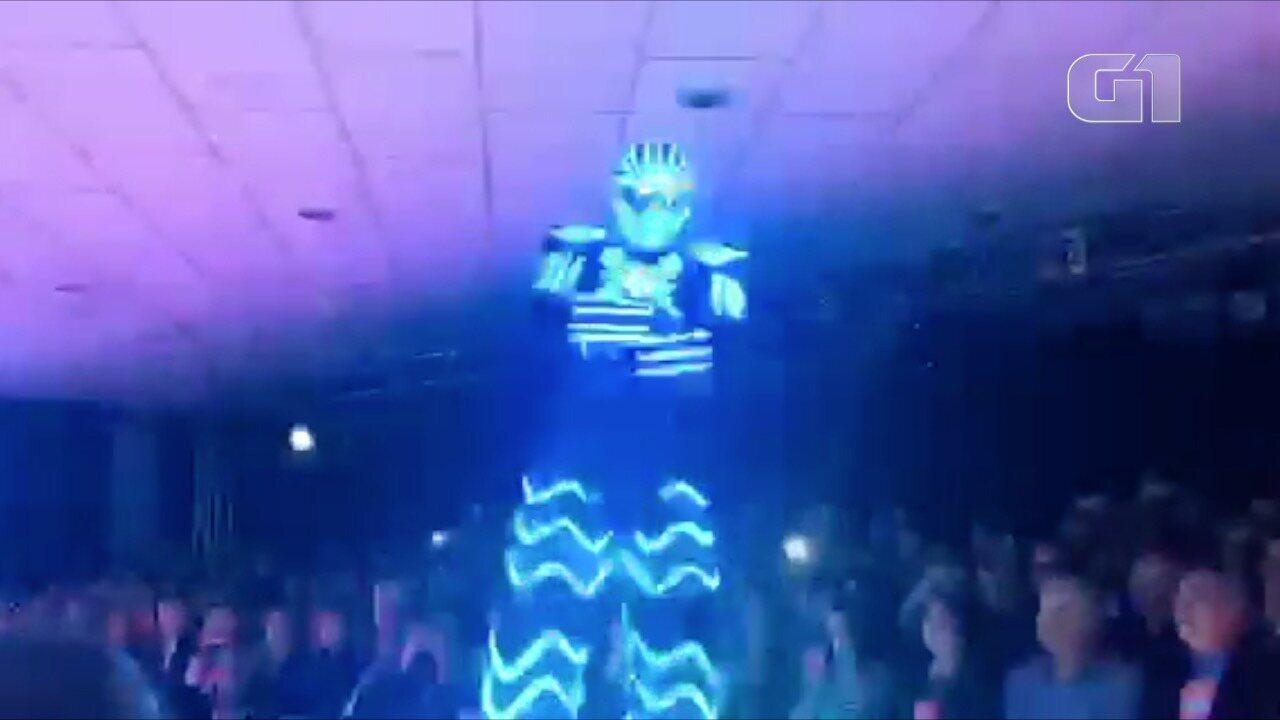 Robô é uma das atrações da Fevest em Nova Friburgo, no RJ